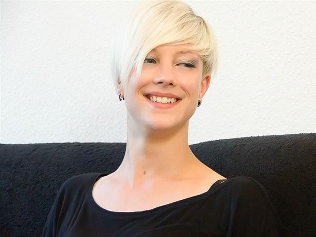 Sarah (32) Änderungsschneiderin