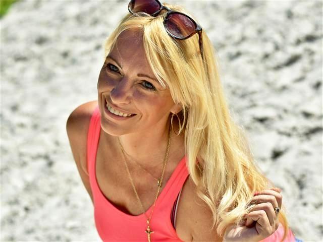 Frederike (30) Stewardess