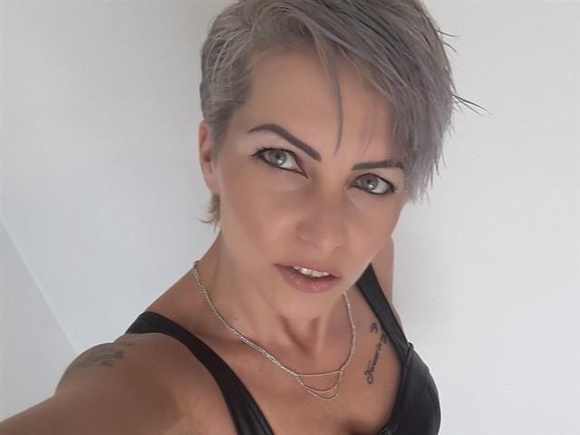 Esther (44) Bergsteigerin
