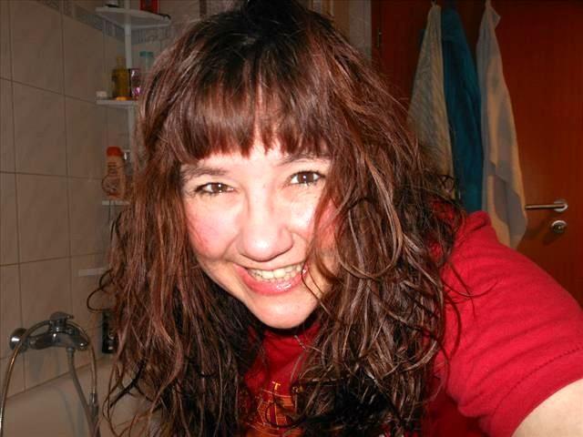 Sandra (29) Youtuberin