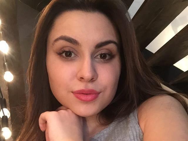 Viktoria (45) Zahnarzthelferin