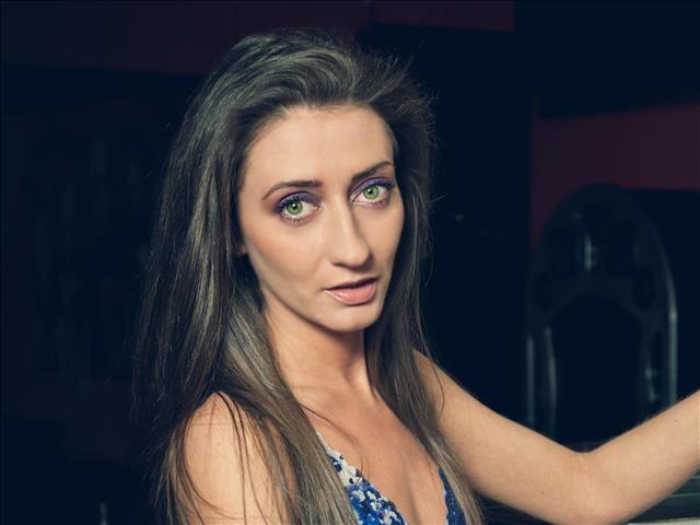Ina (35) Raumausstatterin