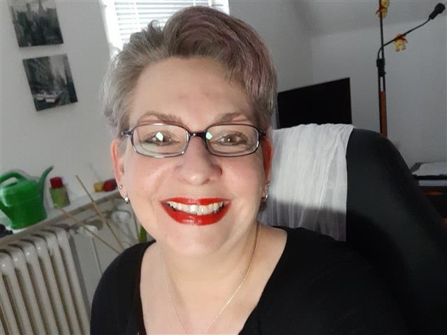 Melinda (37) Grafik-Designerin