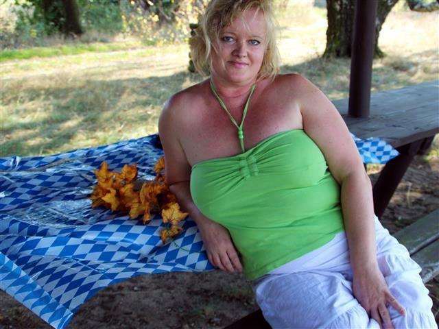 Sophie (42) Maßschneiderin