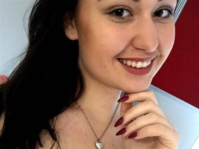 Karina (30) Weinkönigin
