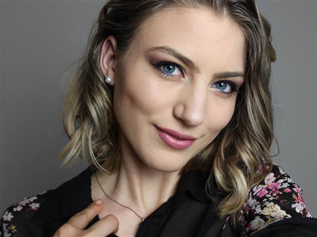 Bella (33) Mode-Designerin