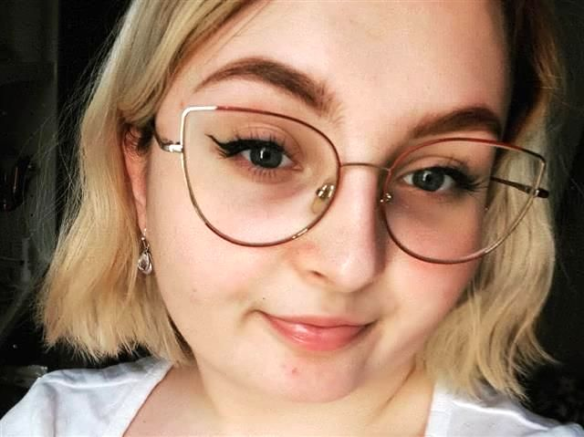 Aurelia (41) Kosmetikerin