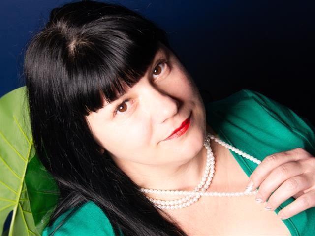 Cora (37) Maßschneiderin