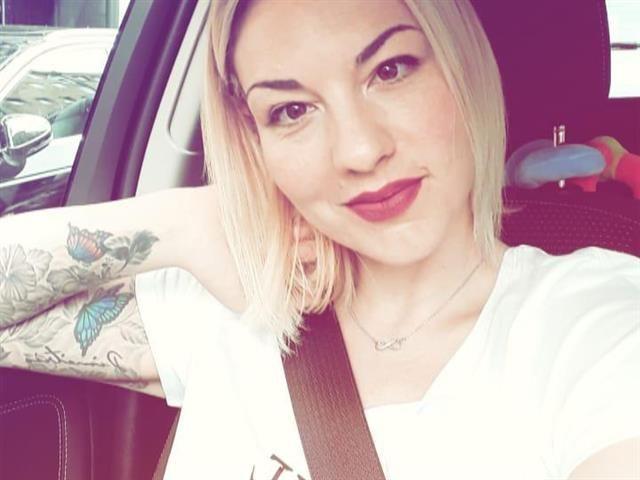 Ariana (29) Landwirtin