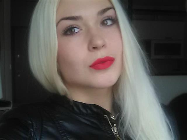 Felicia (36) Modeschneiderin