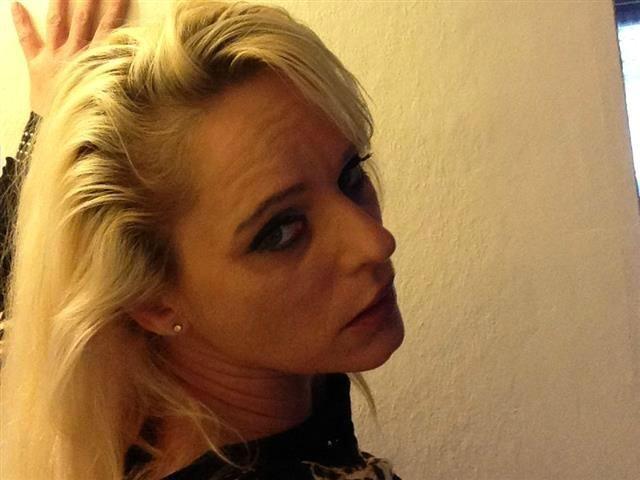 Ellie (37) Schauspielerin