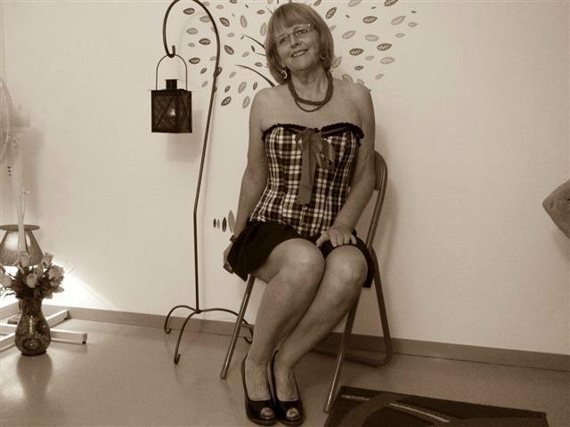 Miriam (35) Busfahrerin
