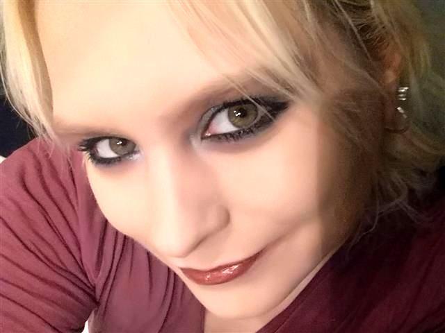 Cora (48) Youtuberin