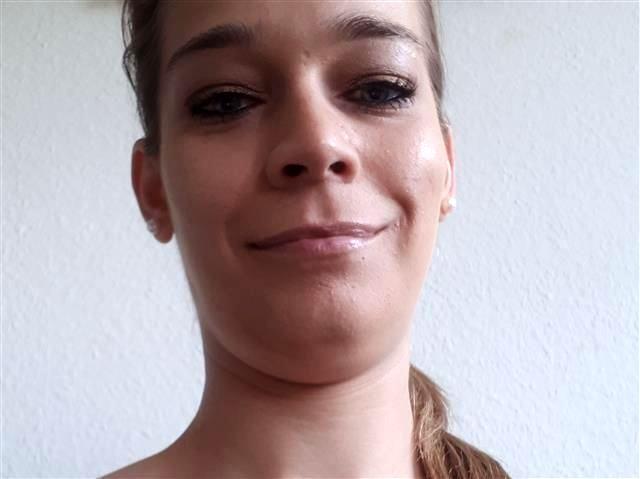 Bella (31) Designerin